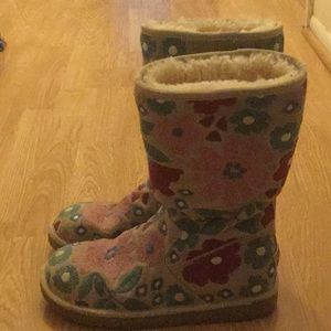 Rare Ugg Embroidered Boots